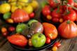 assortiment de tomates sur fond bois 5