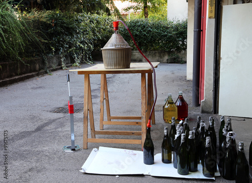 bottling and decanting of wine from the Carboy bottles at home Canvas-taulu