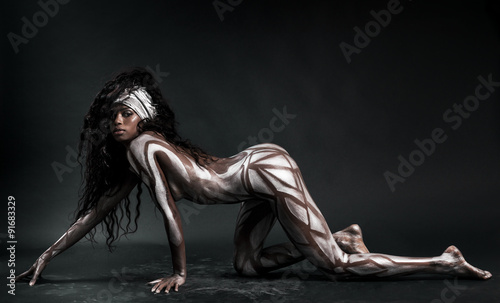 Poster Akt Sexy african model body painted with polygons