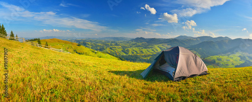 Photo sur Aluminium Camping Camping in countryside