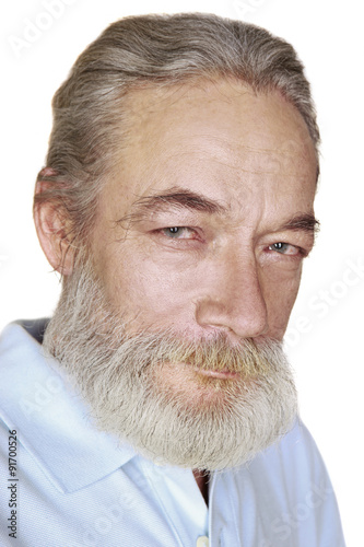 Photo  close-up adult old man with gray hair smiles