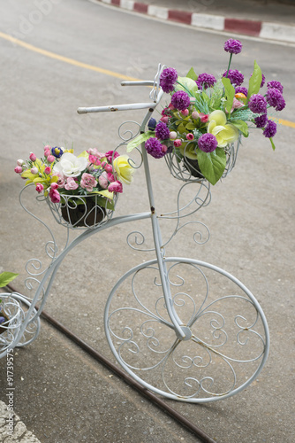 Foto op Plexiglas Fiets Artificial flowers on antique bicycle for decoration , Vintage style.