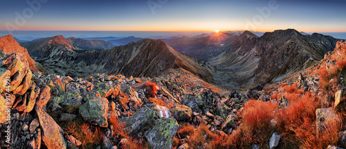 Deurstickers Landschappen Panorama of beaufiful Slovakia moutain at sunrise, Rohace Tatra