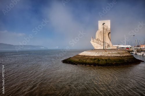 Staande foto Artistiek mon. Monument to the Discoveries on Misty Day in Lisbon
