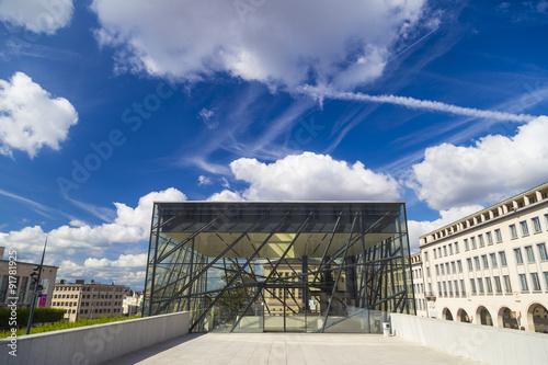 Foto op Canvas Brussel Glass entrance into the Square Brussels Meeting Centre in the historical Kunstberg or Mont des Arts area
