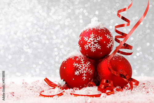 Poster Eclaboussures d eau Christmas balls on abstract background