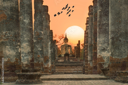 Cuadros en Lienzo Buddha Statue at Wat Mahathat in Sukhothai Historical Park,Thail