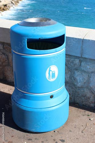 Fotobehang Koraalriffen Blue Plastic Bin