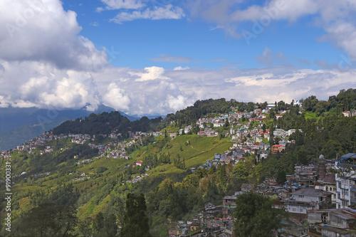 Foto auf Gartenposter Hugel Town in mountains
