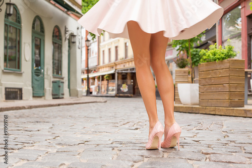 Obraz na plátne Woman with beautiful legs wearing high heel shoes