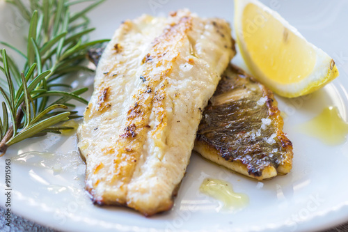 Photo sur Aluminium Poisson Grilled Fish Fillet