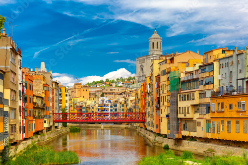 Carta da parati Colorful houses in Girona, Catalonia, Spain