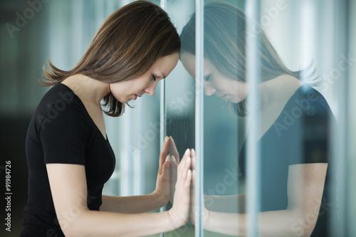 Fotografie, Obraz  Smutná žena