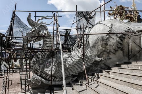 In de dag Schip Statue under construction