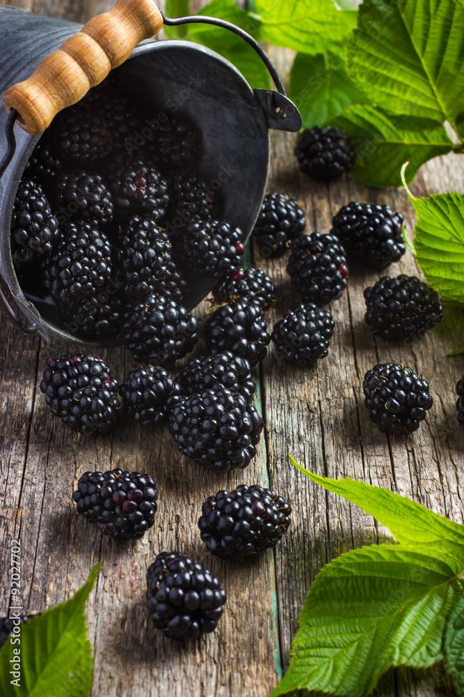 Photo  Fresh blackberry on wooden background