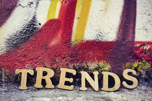 Fotografía  wooden letters forming the word trends