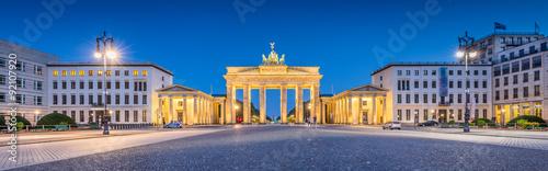 Spoed Fotobehang Berlijn Pariser Platz with Brandenburg Gate at night, Berlin, Germany