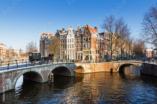 Photo  Beautiful early morning winter view on one of the Unesco world heritage city canals of Amsterdam, The Netherlands