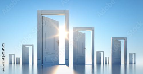 Photo  Offene Türen im Sonnenlicht