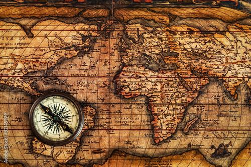 stary-rocznika-kompas-na-antycznej-mapie