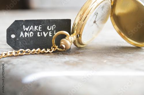 Fotografie, Obraz  Probudit a žít a kapesní hodinky