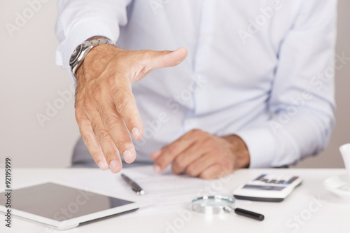 Photo Businessman offering for handshake