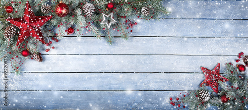 Fotografía  Christmas Fir Tree On Wooden Background With Snowflakes