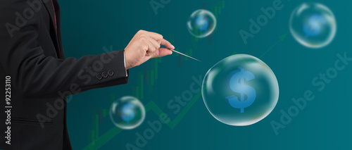 Fotografía hand hole needle with dollar symbol in bubble