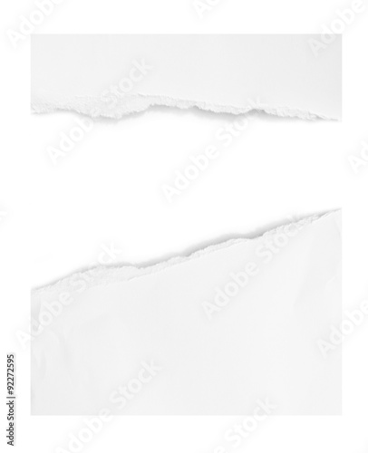 Fotografía close up of a white ripped piece of paper on white background
