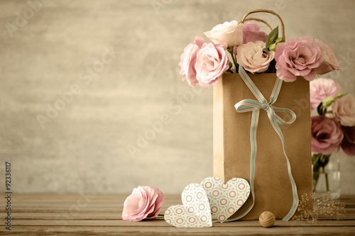 Keuken foto achterwand Retro Love background with pink flowers, bow and paper handmade