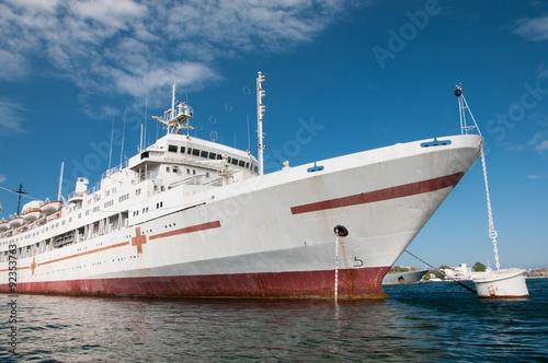 Foto auf Gartenposter Stadt am Wasser Floating navy hospital in the southern bay of Sevastopol, Crimea