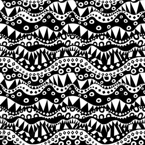 czarno-bialy-etniczny-wzor