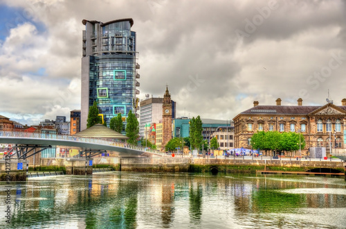 Obraz na plátně View of Belfast with the river Lagan - United Kingdom