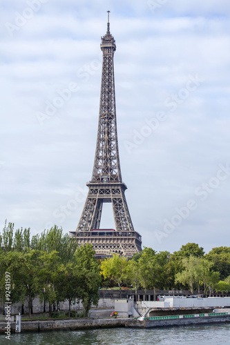Aluminium Prints Paris PARIS, FRANCE, on SEPTEMBER 29, 2015. A city landscape with the Eiffel Tower.