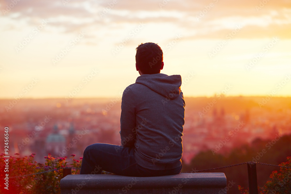 Fototapety, obrazy: Man at the sunrise