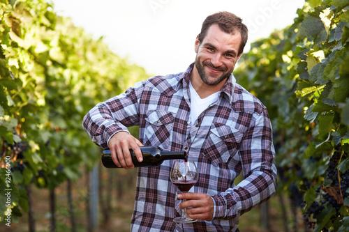 Cuadros en Lienzo  Winemaker in vineyard