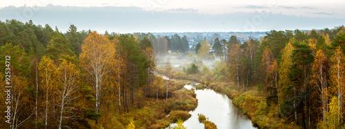 Осенний пейзаж туманным утром в лесу и рекой, Россия, Урал #92534712