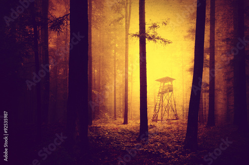 Poster Chasse Grunge yellow red colored dark and scary light in forest with hunting tower. Halloween colored forest hunting tower with grunge effect.