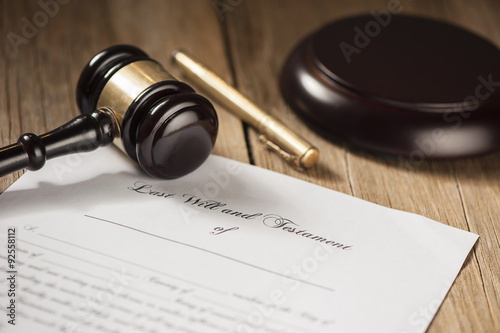 Fototapety, obrazy: Last will and testament form with gavel
