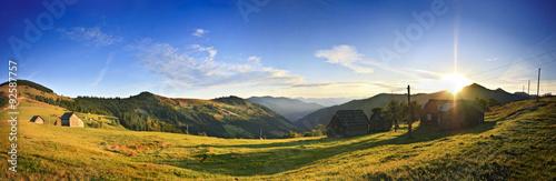 Foto auf Gartenposter Hugel Carpathian sunset