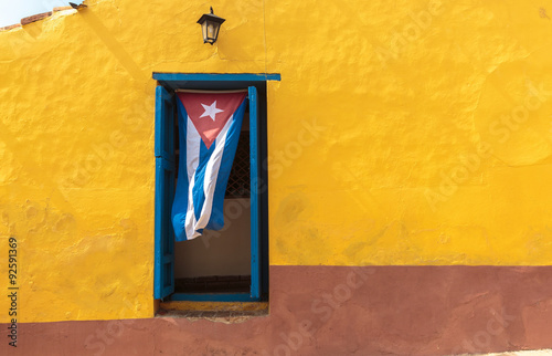 Poster de jardin Havana Cuban flag in window