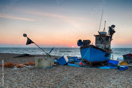 Spoed Foto op Canvas Verenigde Staten Blue Fishing Boat on a beach in Suffolk