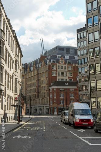 Staande foto New York TAXI Quiet city street in London, England