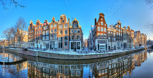 Poster Amsterdam Beautiful early morning winter panorama of the Unesco world heritage city canals of Amsterdam, The Netherlands.