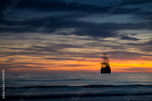 Tuinposter Schip Pirate ship in sunset scenery.