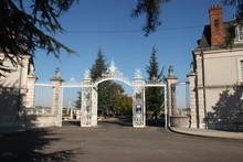 L'entrée Monumentale Du Grand Cimetière D'Orléans