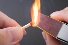マッチ棒と炎
