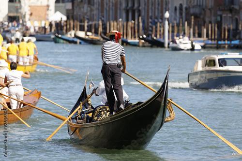 Türaufkleber Gondeln Venice, Italy - September 6, 2015: Historical ships open the Regatta Storica, the main event in the annual
