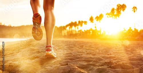 Leinwand Poster Laufen am Strand
