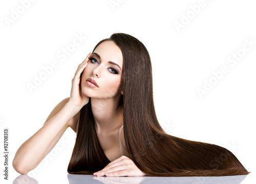 Fotografie, Obraz  Portrét krásná mladá žena s dlouhými rovnými hnědými vlasy
